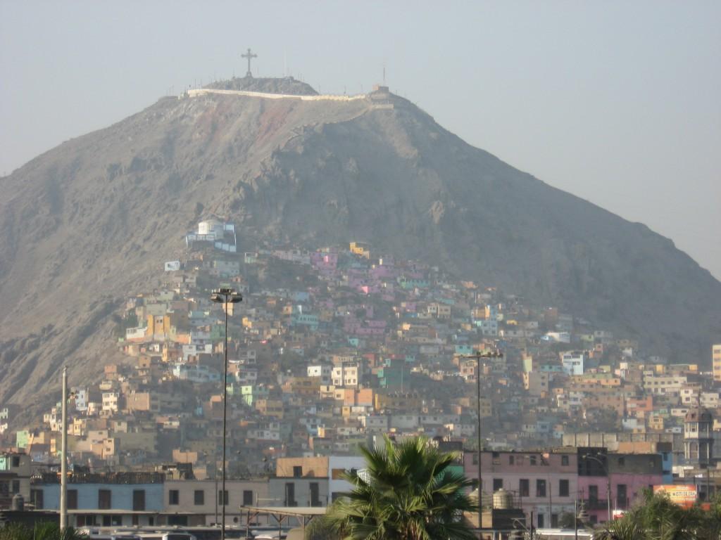 Pohled na skutečný a nefalšovaný slum.