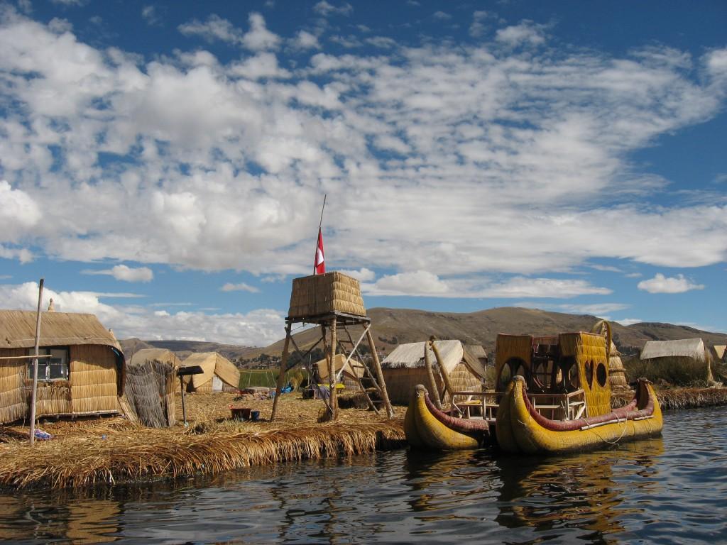 Plovoucí ostrovy na jezeru Titicaca