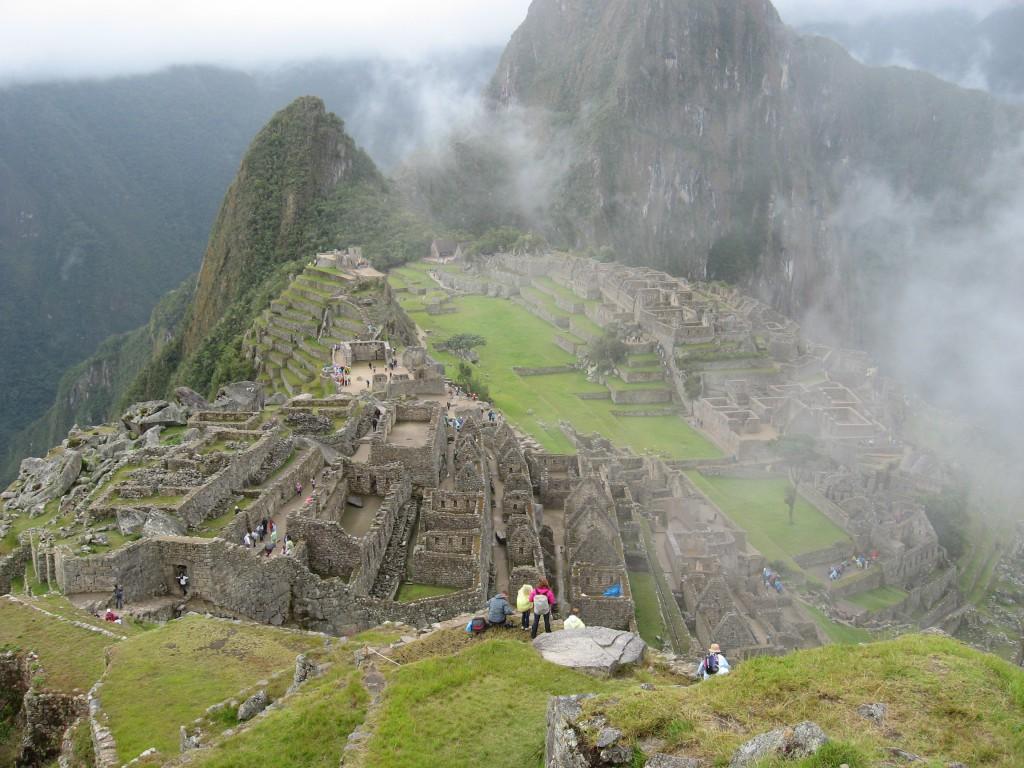 Machu Picchu i s mlhou. Mlha souvisí s mlžným lesem.